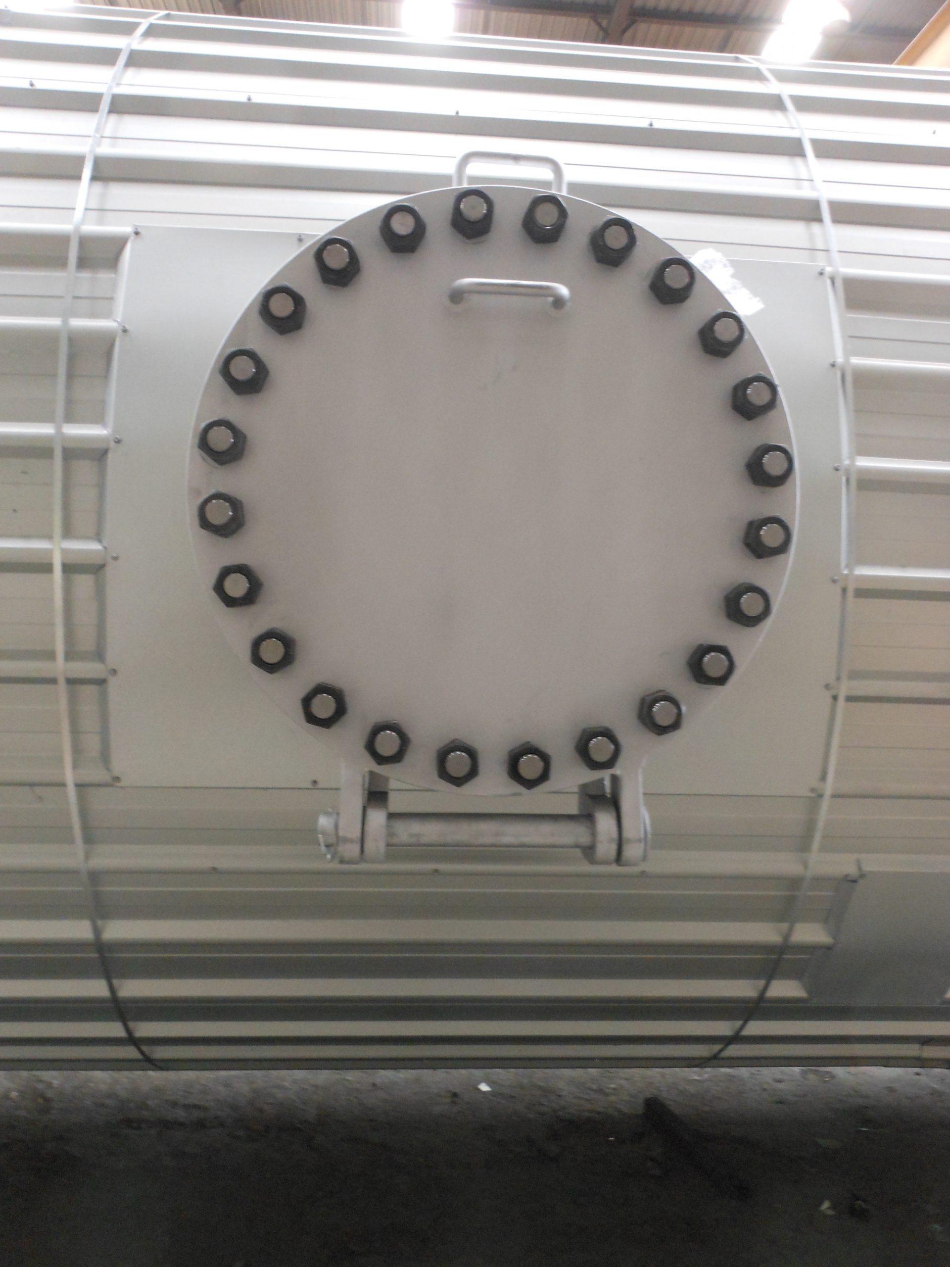 LA3130 - Caltex, Vessel - Manway bolted _ insulation (2104-02-06)